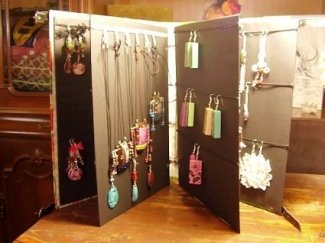 Make a Portable Jewelry Display Portfolio