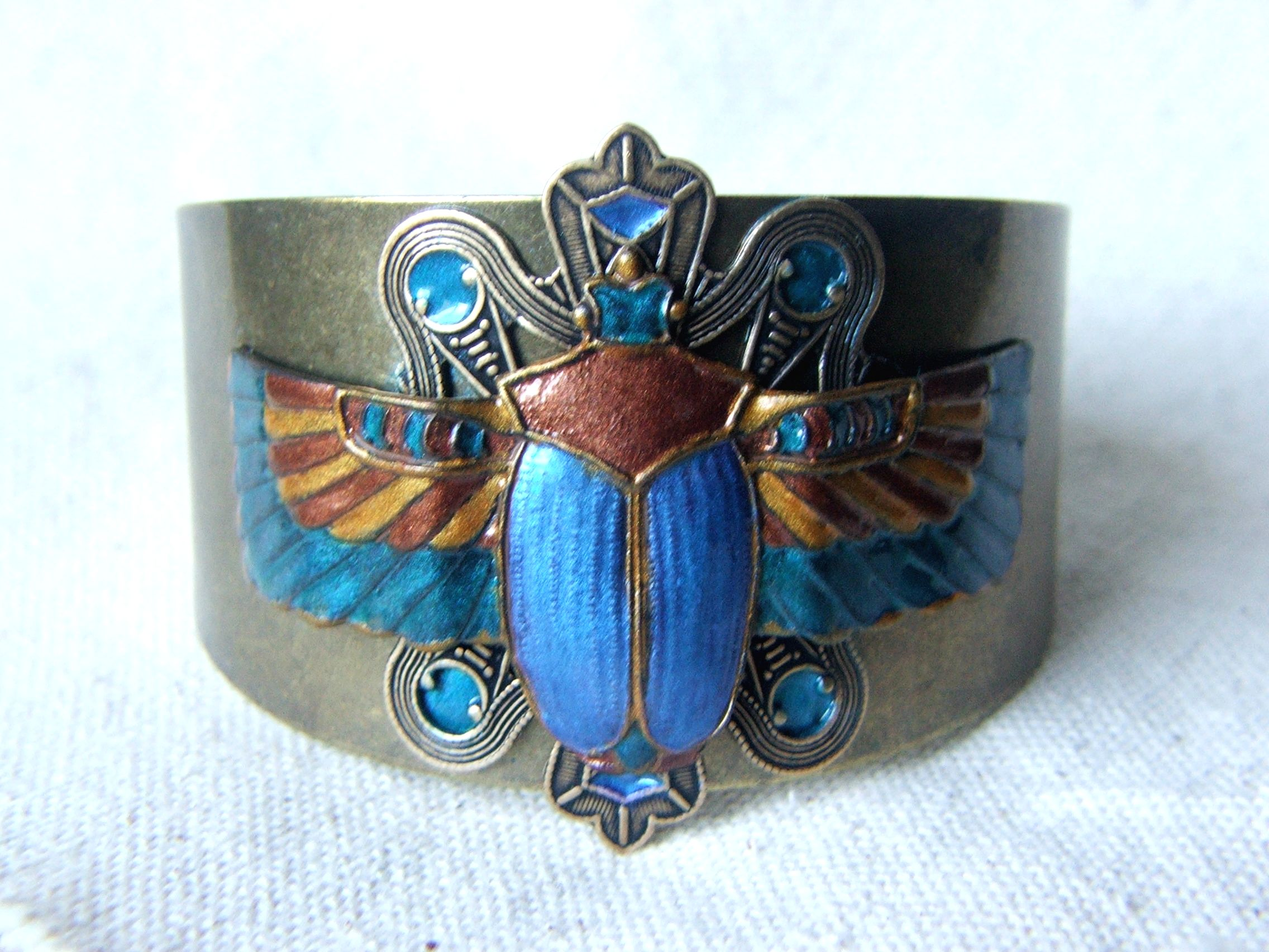 Necklace and bracelet with beetle