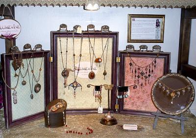 Picture Frame Jewelry Display – Plumevine