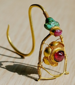 Unusual Earwire And Metalwork Give This Earring ...