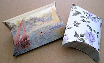 different sizes of greeting card pillow boxes everyday