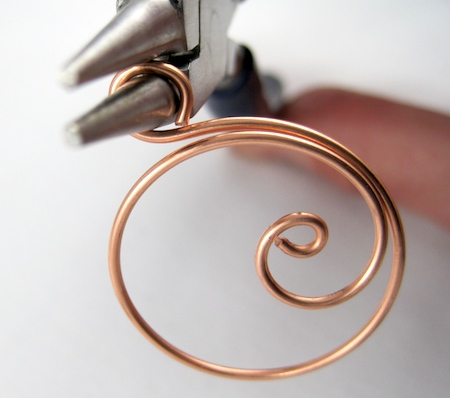 Zen spiral hoop earrings tutorial - starting the loop at the top