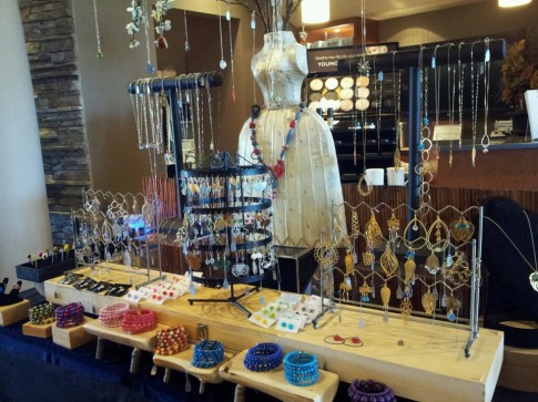 6 steps to trunk show success jewelry making journal for Clothing display ideas for craft shows