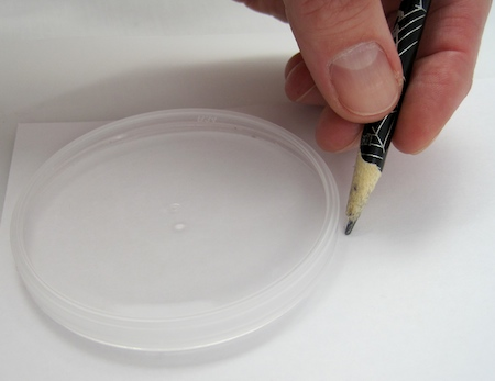 drawing around a Pringle's lid