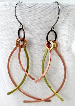 Face-Framing Wire Earrings Tutorial by Rena Klingenberg
