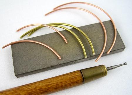 Wire earring tutorial by Rena Klingenberg