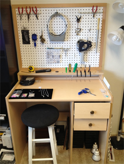 My Awesome Christmas Present – Handmade Jeweler's Bench!
