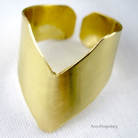 Adjustable chevron ring tutorial by Rena Klingenberg.