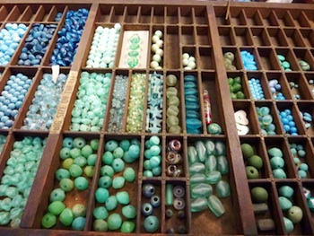 luann-udell-organizing-beads-in-printers-type-tray-350x263