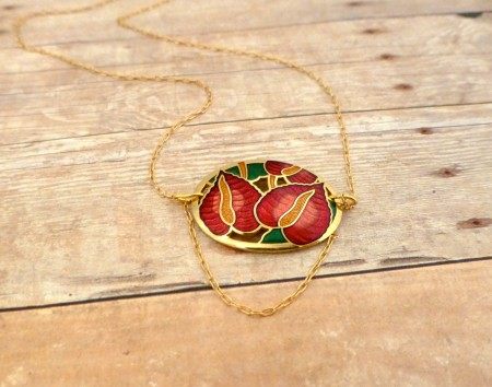Delicate Gold-Plated Necklace with Vintage Earring