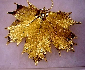 Mill Lake Maple Leaf Pendant in 24k gold by Leslie Easte