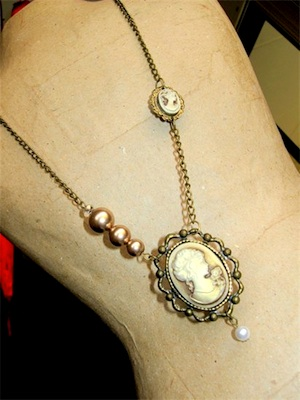 starting-a-jewellery-business-with-encouragement-from-friends-21471347