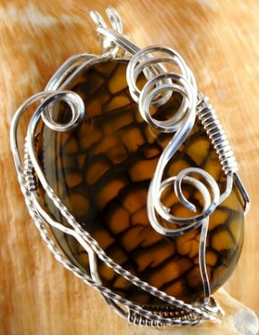 Wire pendant with synthetic olive jasper