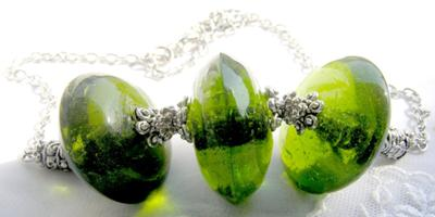 GREEN SPACE, Necklace. Three Big Focal Disc Bottle Green Lampwork Glass Beads. (Photo by Ross T Nugroho)