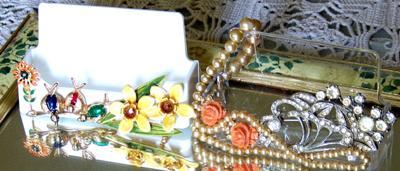 glamorized-business-card-holders-21529301