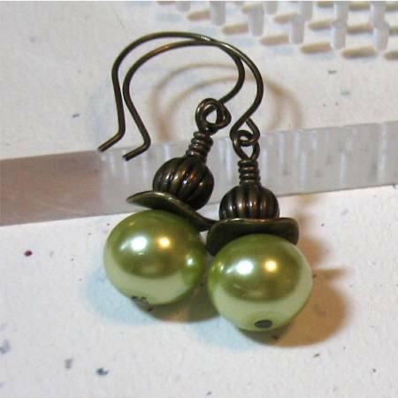 green-pearl-earrings-best