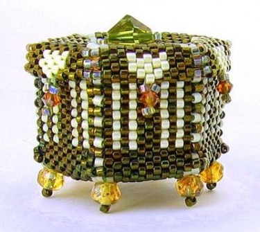 Beaded miniature treasure box by Diana Redlin