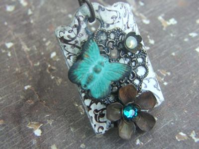 Rusty Flowers Escutcheon Pendant