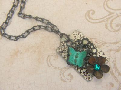 rusty-flowers-escutcheon-pendant-21531195