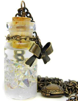 snow-globe-pendant-antiqued-brass-necklace-21594304