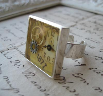 steampunk-ring-with-floating-watch-parts-21384501