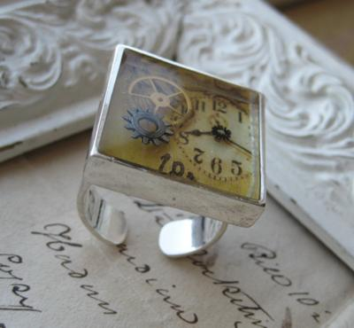 steampunk-ring-with-floating-watch-parts-21384504