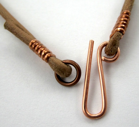 Clasp on leather choker - tutorial by Rena Klingenberg