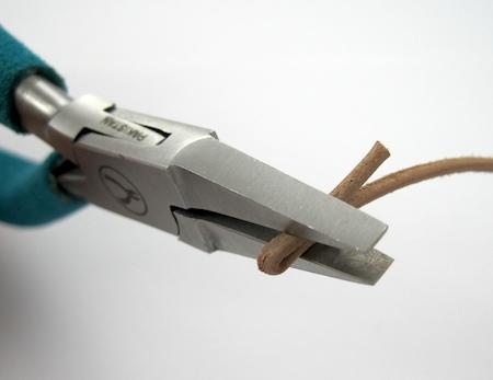 Leather choker tutorial by Rena Klingenberg