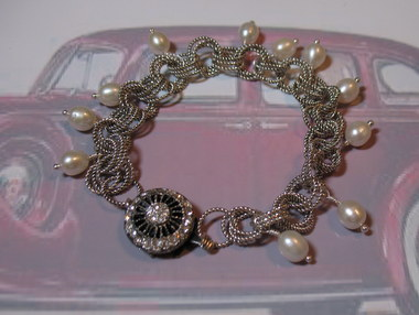 mobius chainmaille and pearls bracelet