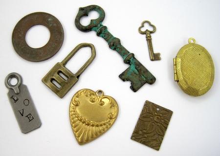 Variedade de amuletos para correntes e pulseira de amuletos Tutorial de Rena Klingenberg