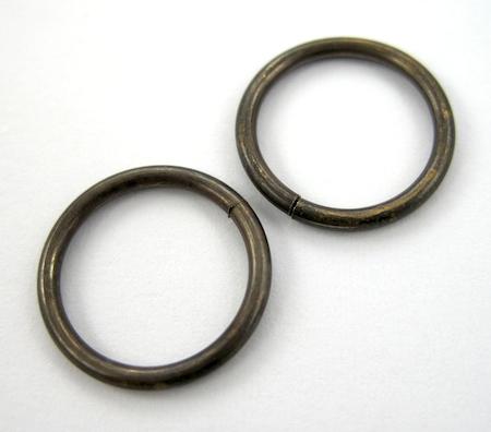 Tutorial de anéis de salto para pulseiras de correntes e amuletos por Rena Klingenberg