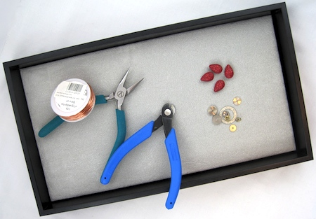 Making jewelry in a plastic jewelry tray with ultrasuede pad - Rena Klingenberg.