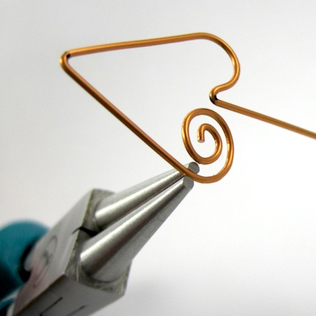 Adjusting the spiral in Heart Earwires - tutorial by Rena Klingenberg