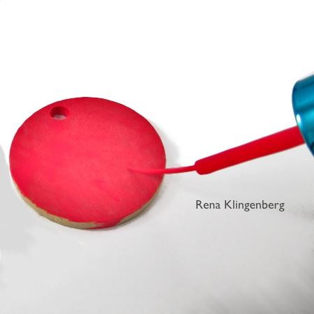Pintando esmalte em branco pendente para pingentes reversíveis - tutorial por Rena Klingenberg