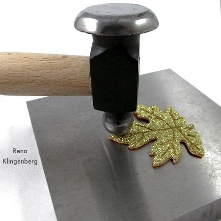 Ilhó de metal martelado para brincos de folha de outono coloridos - tutorial por Rena Klingenberg