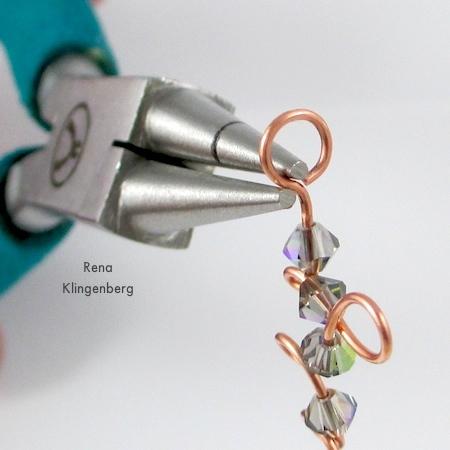 Straighten the loop - Curly Wire and Crystal Earrings - tutorial by Rena Klingenberg