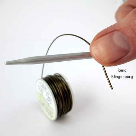Using wire directly from the spool for Wire Focal Bead - tutorial by Rena Klingenberg