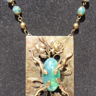Lizard necklace with Peking glass