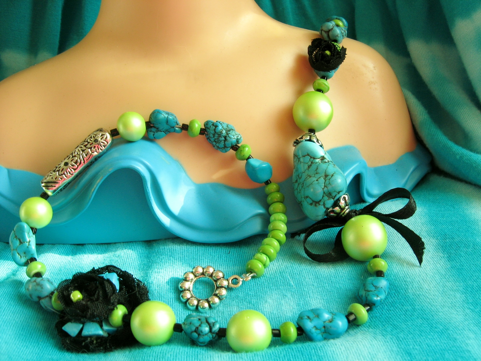 Black Rose Rock Garden Necklace and Earring Set