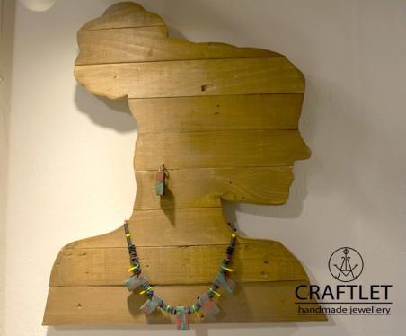 EKiosse: Cameo Jewelry Display 1