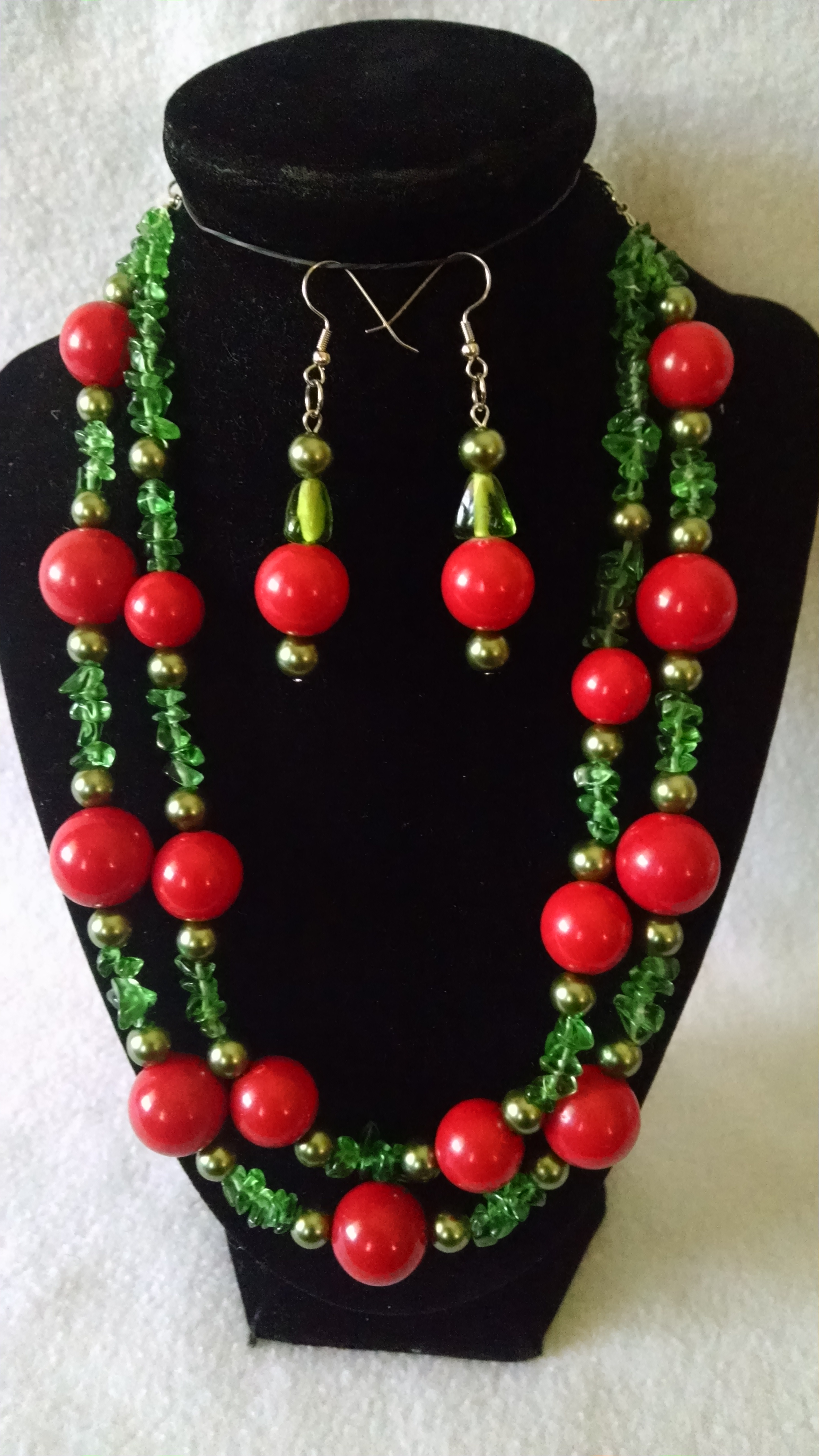 Green Chips and Olive Pearls Necklace Set