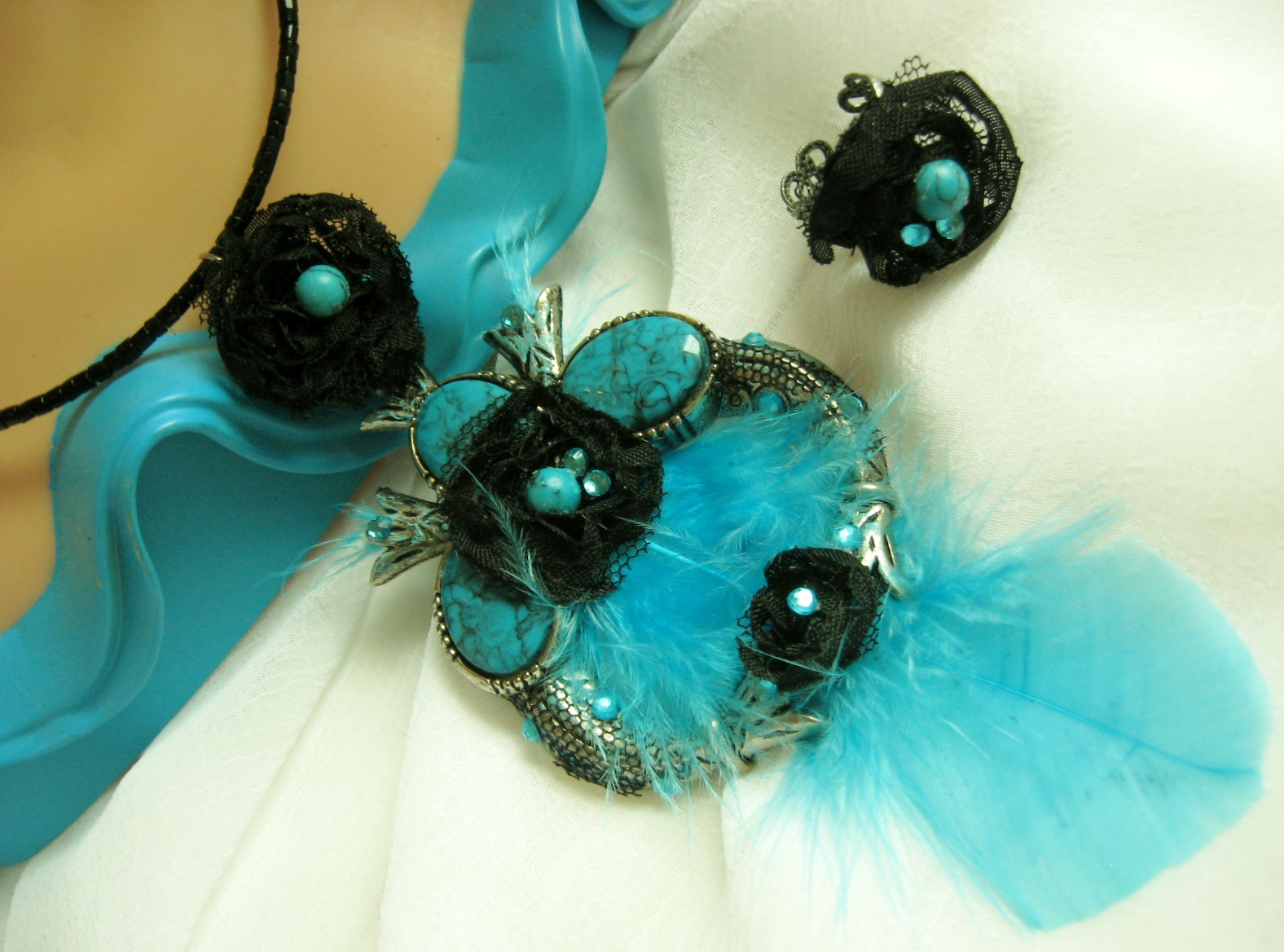 Black Rose and Turquoise Feather Set