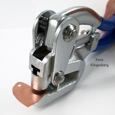 Cómo hacer agujeros en el metal (Tutorial)