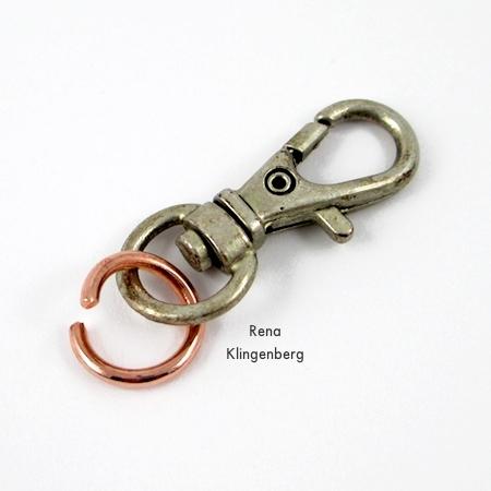 Prendendo um anel de salto ao fecho - Bracelete com grommet Wrap - Tutorial de Rena Klingenberg