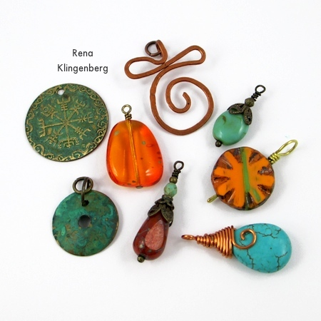 Bead dangles and charms for Grommet Wrap Charm Bracelet - Tutorial de Rena Klingenberg