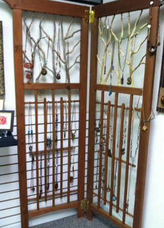 Trellis Standing Necklace Display