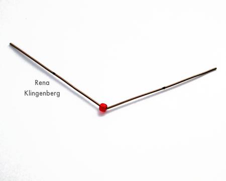 Arame dobrado próximo ao cordão para ganchos fáceis de enfeite de Natal - Tutorial de Rena Klingenberg