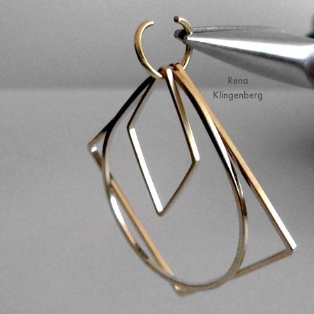 Adicionando um conector em forma de diamante aos brincos Loops & Hoops - Tutorial de Rena Klingenberg