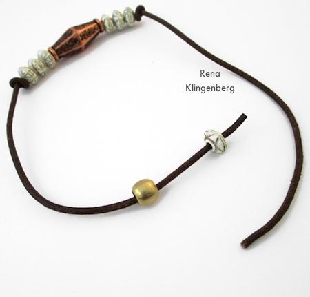 Adicionando o cordão do tubo para o fechamento ajustável - Pulseira de cordão ajustável - Tutorial de Rena Klingenberg