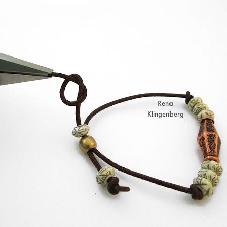 Finalizando a extremidade do cabo para pulseira de cabo ajustável - Tutorial de Rena Klingenberg